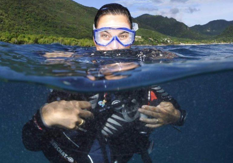 Requins et plongée: le formidable défi de Fabienne