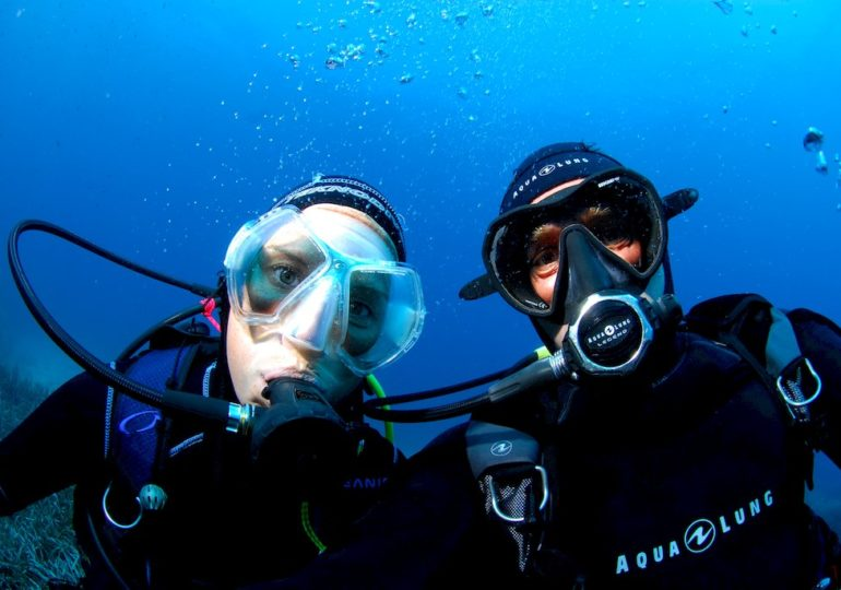 How diving enable friendship